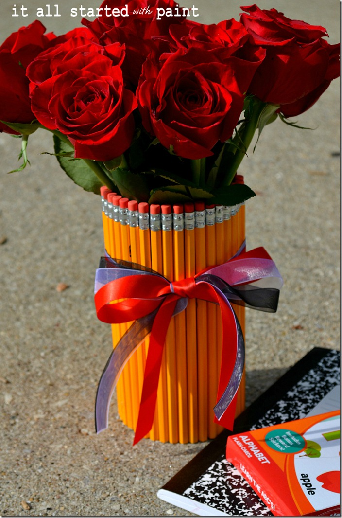 pencil-vase-made-with-pencils